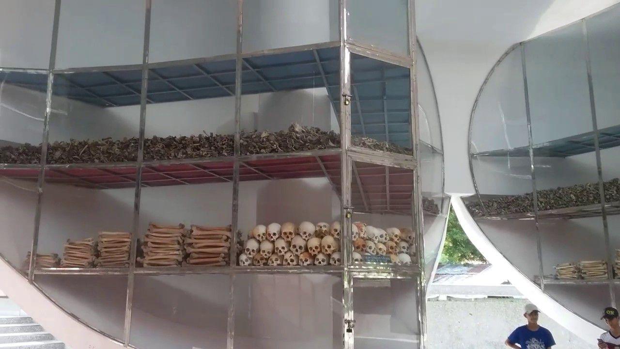 Những hang động chôn người trong thảm sát Ba Chúc