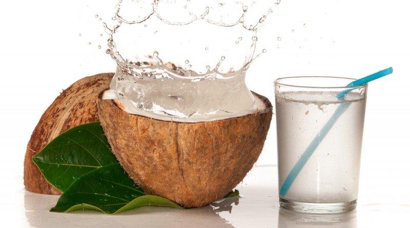 uống nước dừa vào mỗi sáng