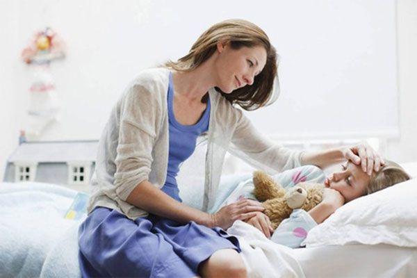 Hướng dẫn các bà mẹ xử lý trẻ bị sốt cao đúng cách tại nhà