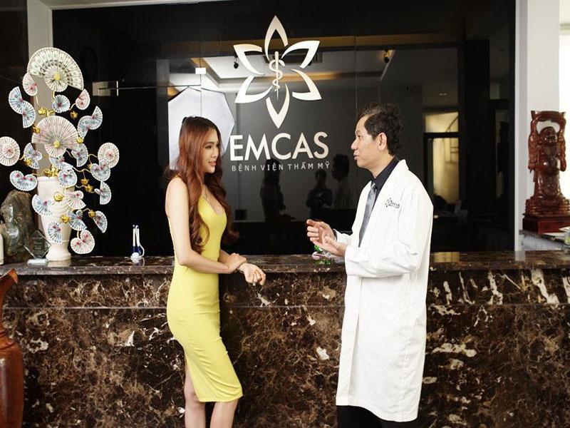 Emcas Hospital nâng ngực nội soi thu hút phái mạnh bởi vòng 1 gợi cảm